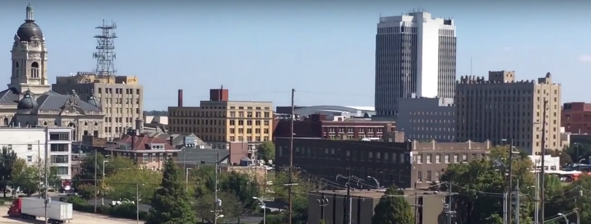 Road Trip: Tour Both Vintage Buses and Evansville Radio Stations [VIDEO]